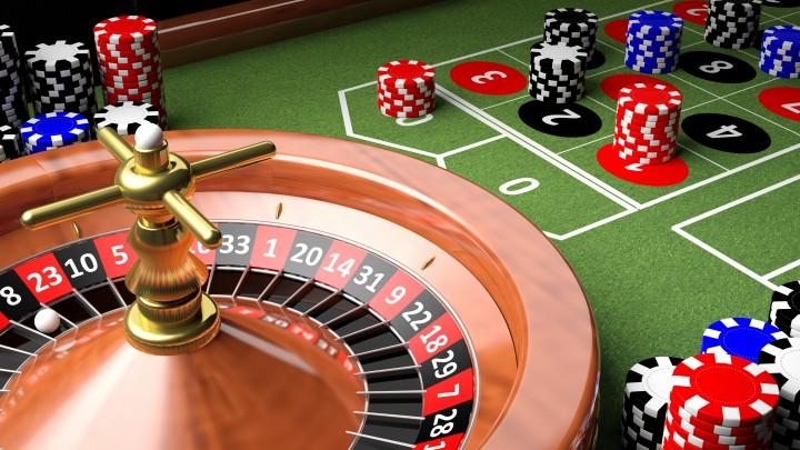 """Una roulette ed un tavolo verde: anche i giocatori di casinò possono essere tratti in inganno da un'interpretazione errata della """"Legge dei grandi numeri"""""""