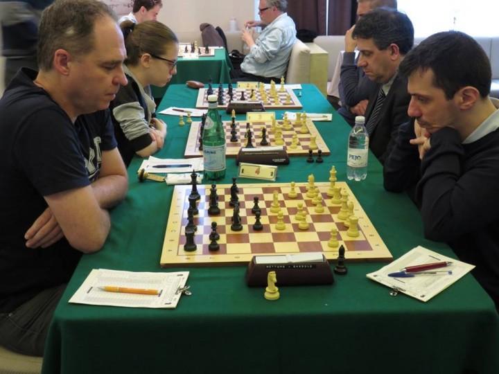 Una fase dell'ultimo turno del torneo di scacchi, che mi ha visto impegnato contro il belga Cluyts